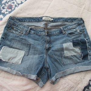 Torrid Patch Jean Shorts Size 24